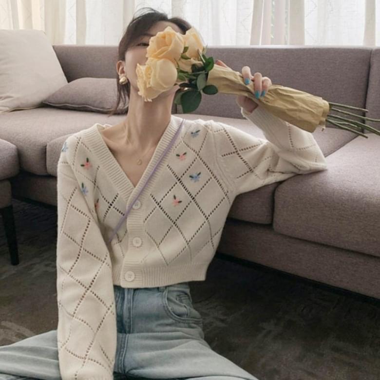 Flower Embroidery Punching Long Sleeve V-Neck Cardigan