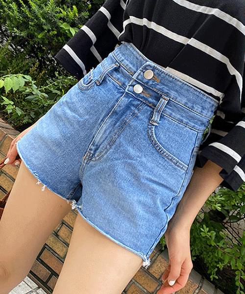 two-button high-waisted shorts