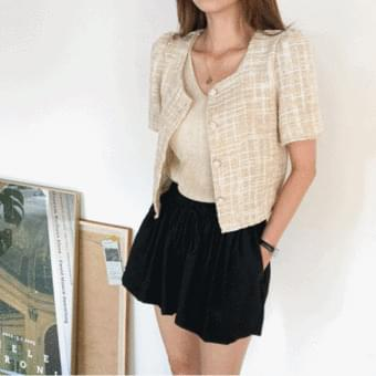 Button color matching, no-collar tweed cropped jacket