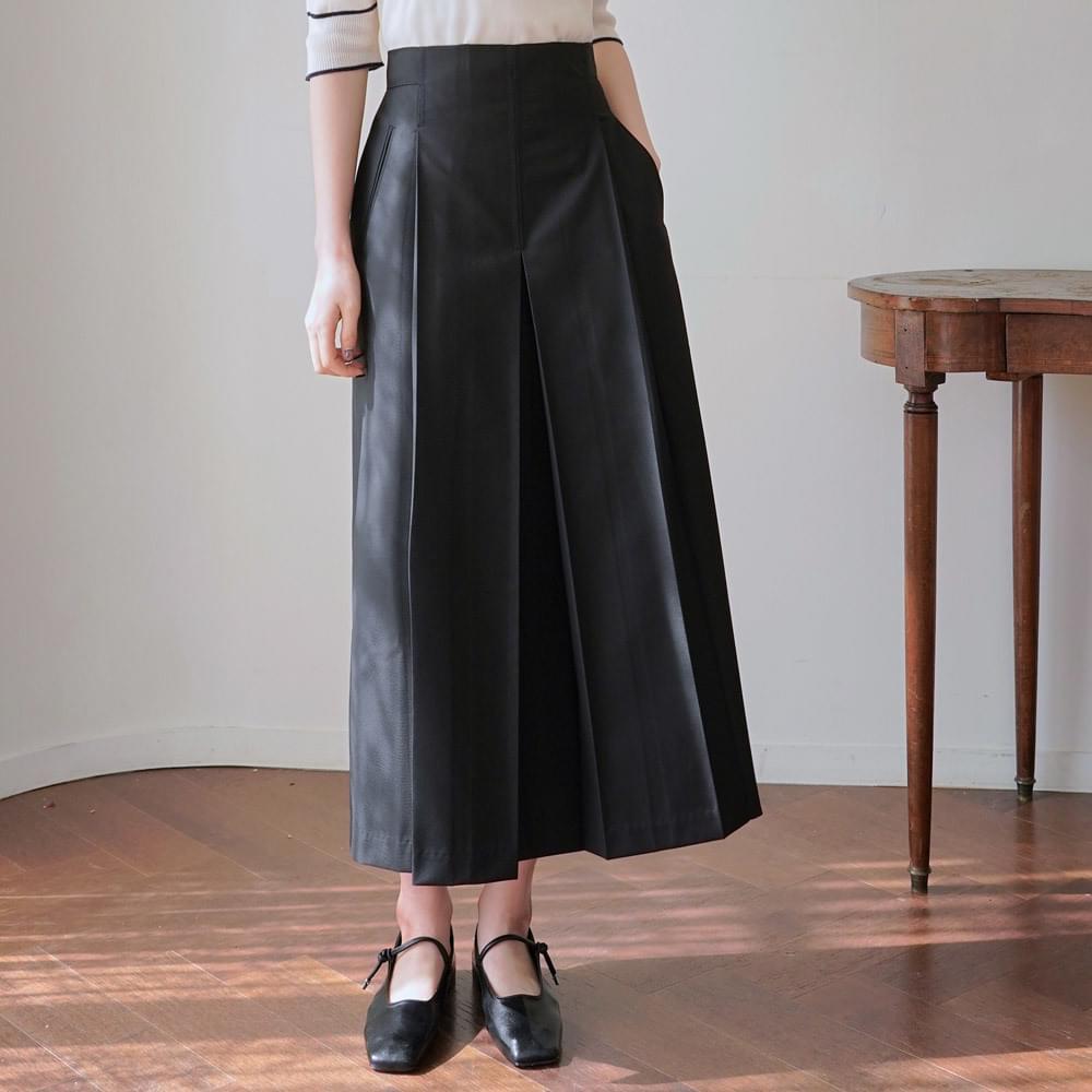 Hershey pleated skirt