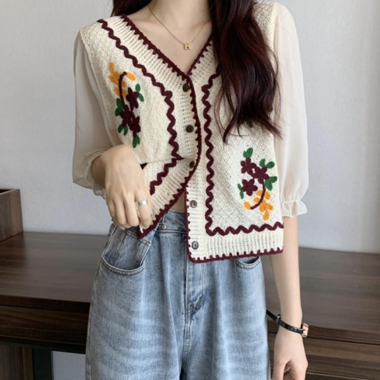 Rolling Line Floral Embroidery Wavy Knitwear Blouse
