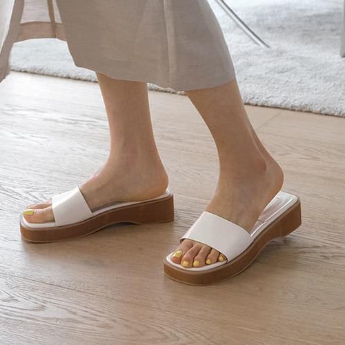 Twinkie Strap Slippers