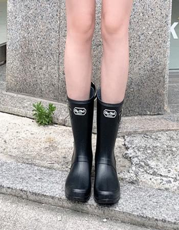 middle rain boots