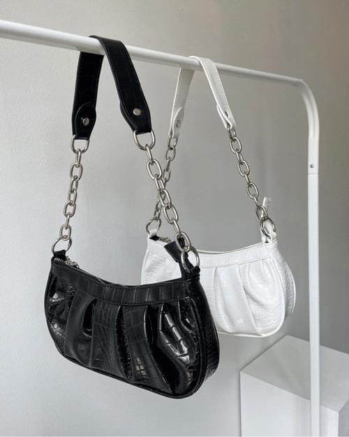 Kihowani pleated chain shoulder bag
