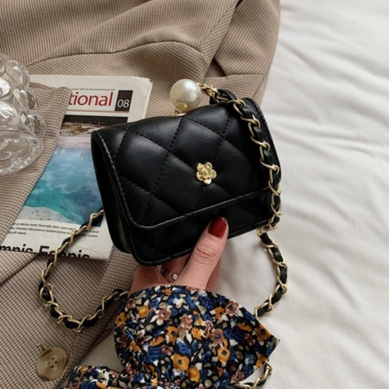 Lae Soft Pearl Chain Cross Mini Mini Bag