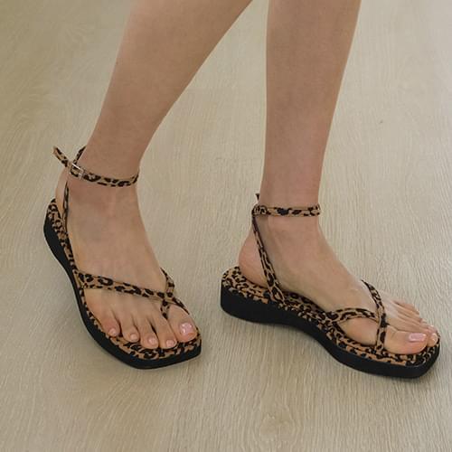 eau de fin strap shorts sandals