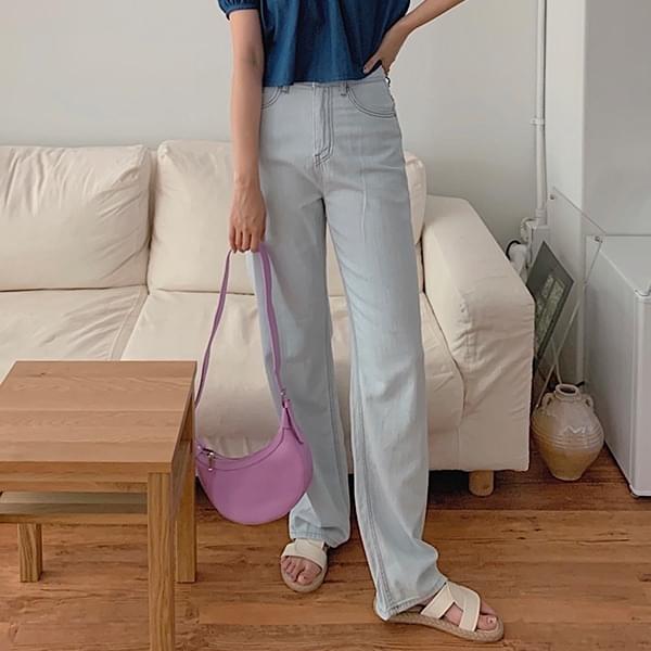 Weak and Semi-Wide Denim Pants