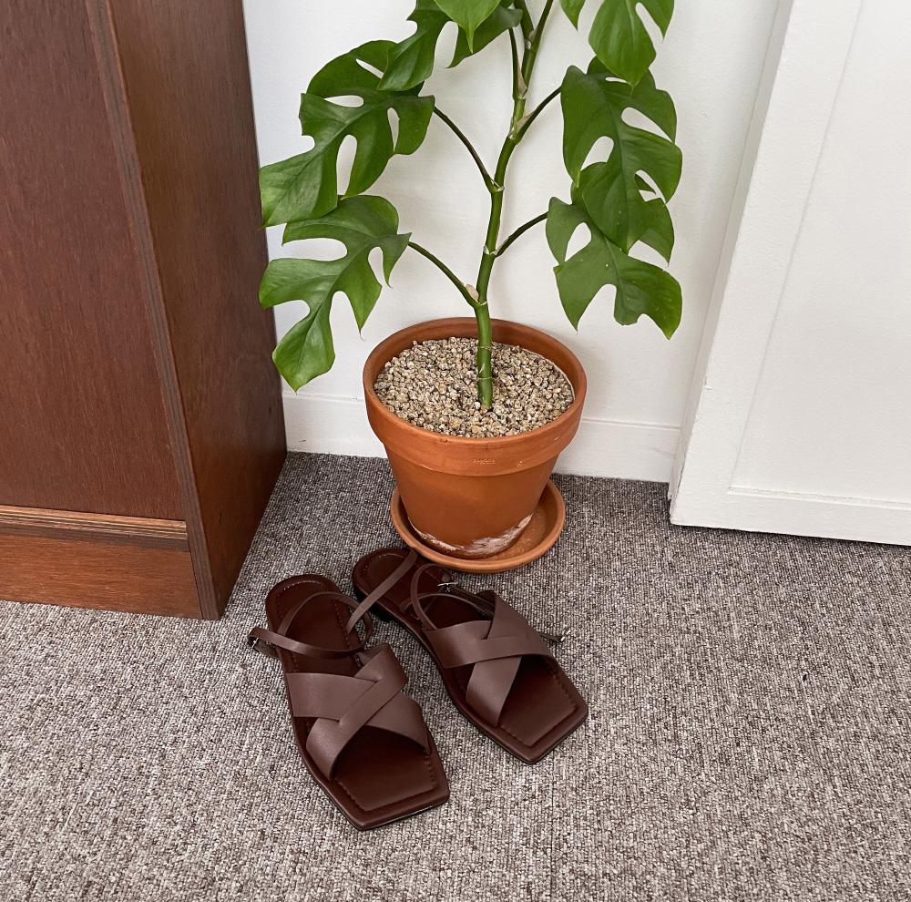 Woody cross strap sandals