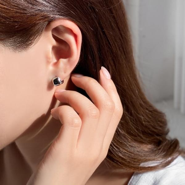 Rounding Square Silver One-Touch Mini Ring Earrings