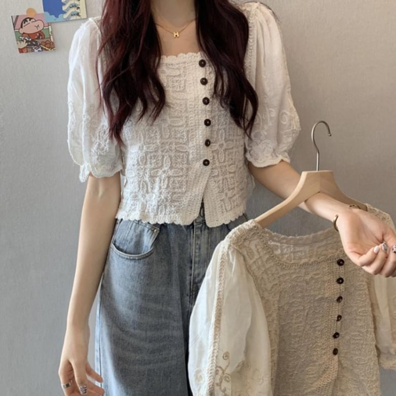 Square-neck wavy buttoned puff-embroidered blouse