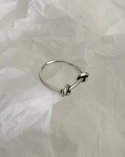 Fence-to-Knot Twisted Silver Ring