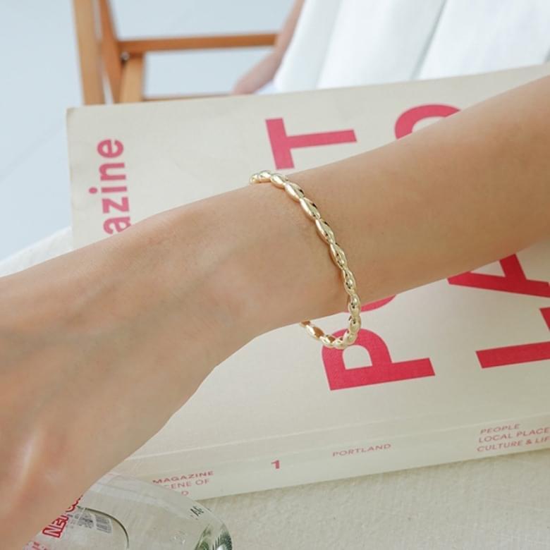 Radia Line Bangle Bracelet