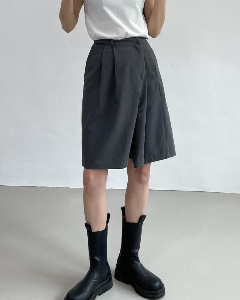 unbalanced wide slacks shorts
