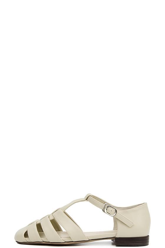 claw strap flat sandals