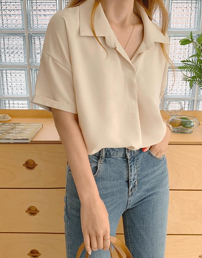 Loose-fit open neck blouse