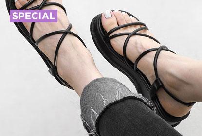 1 Black Sandal, 11 Styling : Upper slim strap sandals