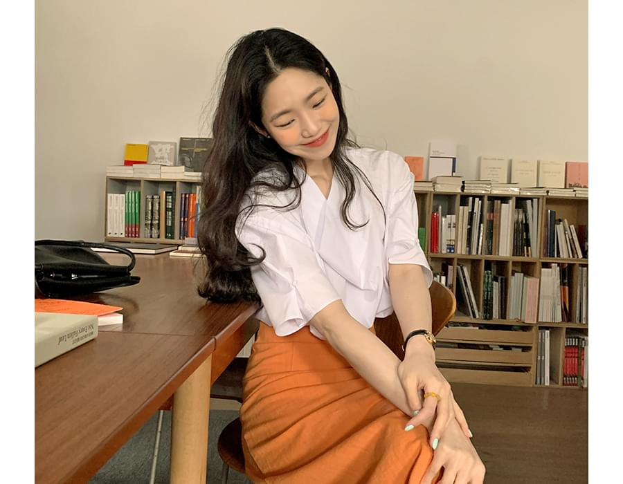 Drape puff short sleeve blouse