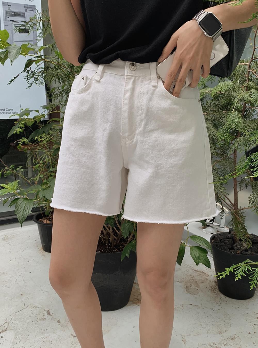 Natural Cut White Denim Shorts 短褲