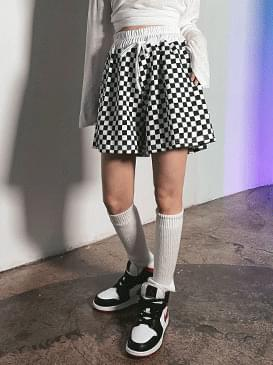 Checker Clean Short Pants