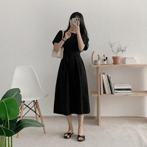 Recommended for short girls Connaught Pintuck Round Long Dress