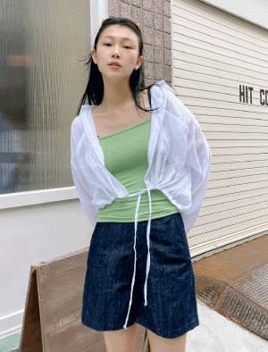 floor strap cropped shirt