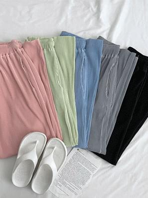 color pleated pants