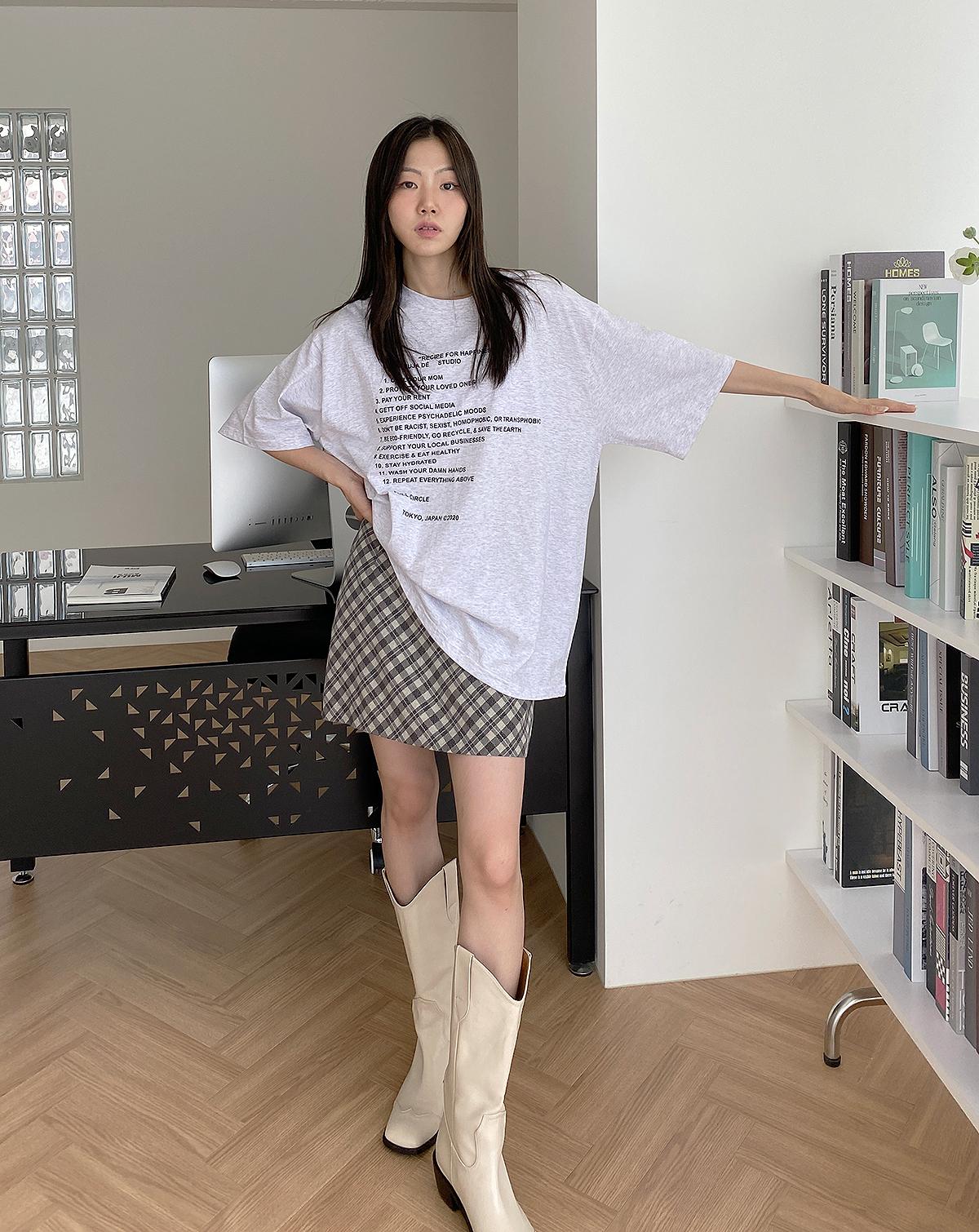 긴팔 티셔츠 모델 착용 이미지-S1L1