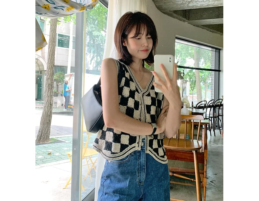 chess pattern crochet vest (Delayed delivery)
