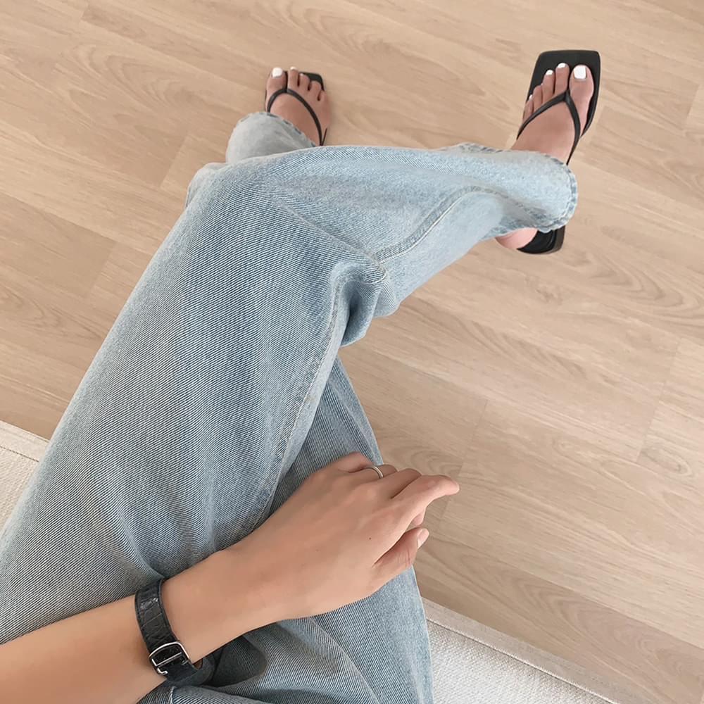 Lux Square Flip-Flops