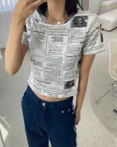 Magazine pattern cropped short sleeve tee