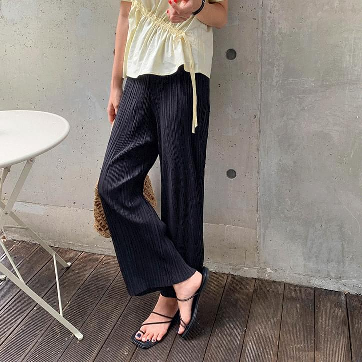 Non-glossy pleated banding pants
