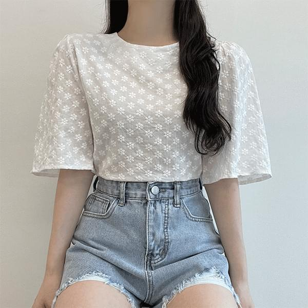 In love, flower embroidered semi-crop short-sleeved blouse