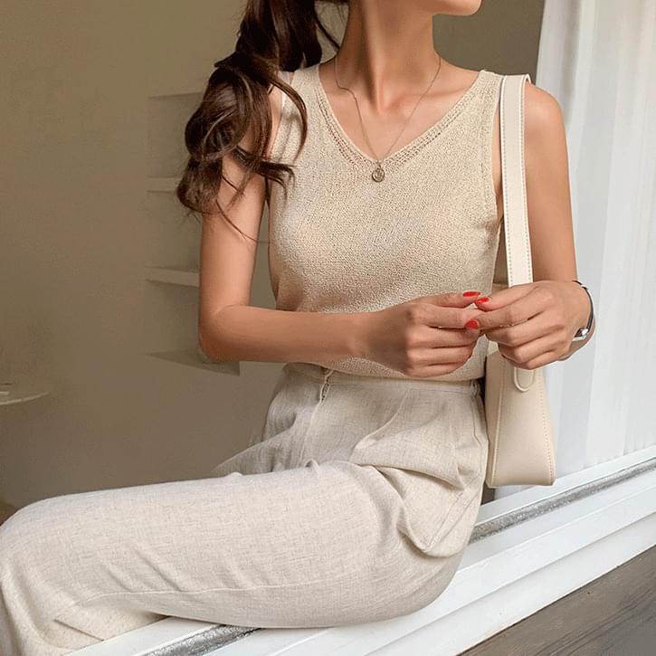Small V Bookle Knitwear Sleeveless
