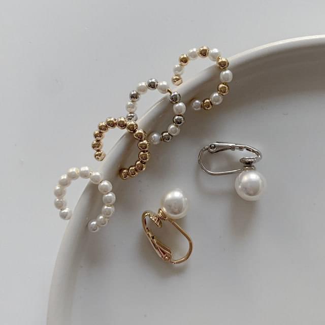 Ear cuff C-shaped pearl