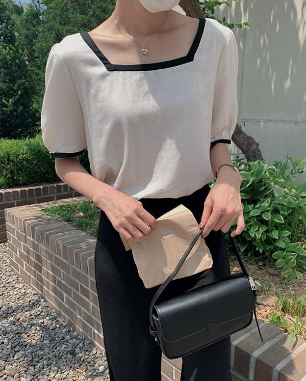 Tees color matching square neck blouse