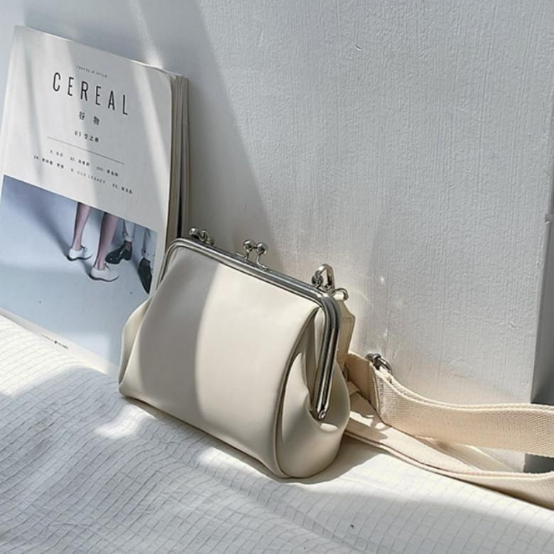 May simple plain clip cross shoulder bag