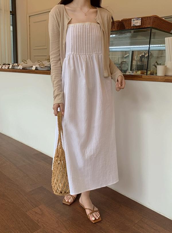 wide sleeveless Dress