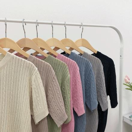 Forming Twisted Short Sleeve Knitwear