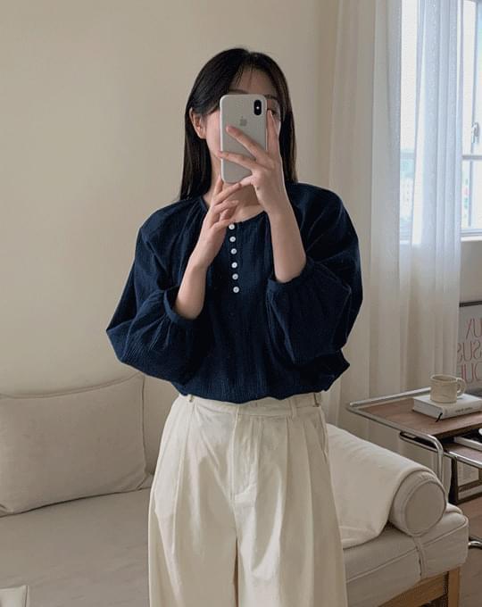 Vetyrene round shirring half open blouse - 2 color