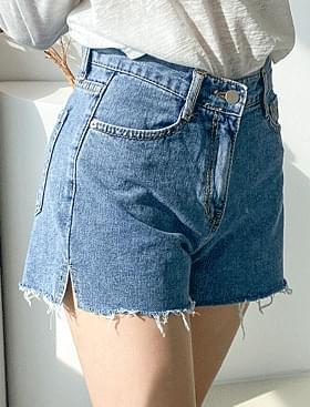 cut side slit shorts