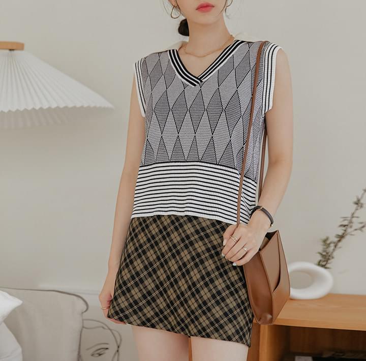 Mix Pattern Collared Vest