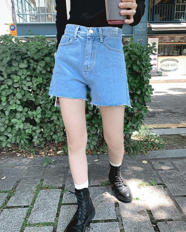 Mao Cut Denim Shorts