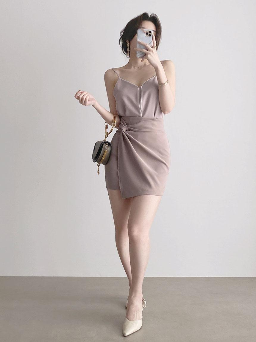 Slim Monotone Line Strap Sleeveless Blouse 3color