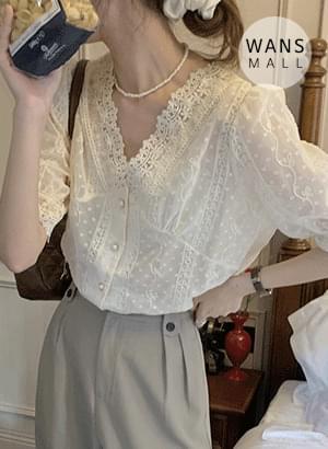 bl5636 sali lace V-Neck blouse