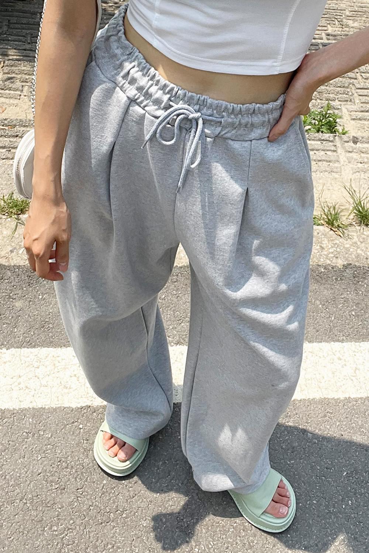 chin point training pants