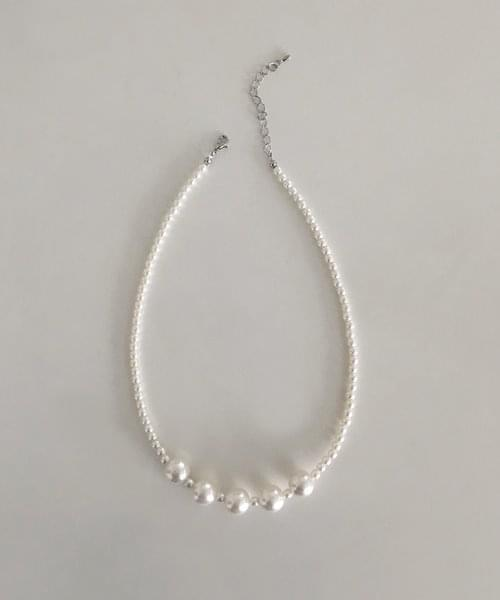 thickly pearl necklace