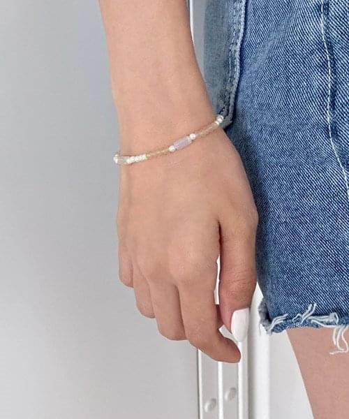 beige tone beads bracelet