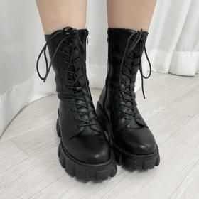 lace-up lightweight walker boots