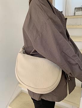 Half Moon Linked Cladder Shoulder Bag