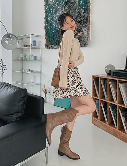 Sandy Hoppy Pleated Skirt